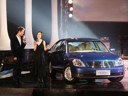 """天籁""""上市发布会的主持人.   东风日产   9月28日是一年一高清图片"""