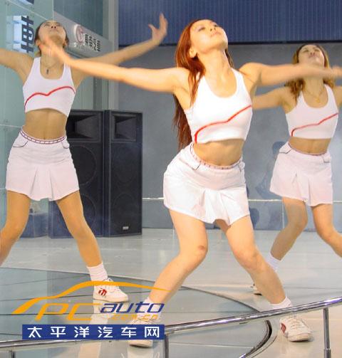 【艳光四射】广州车展:东南美女活力热舞大激赏