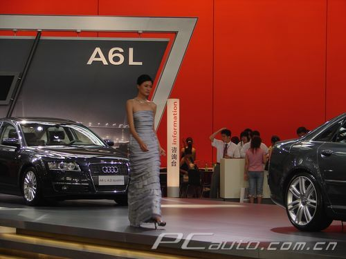2006广州车展 奥迪展台变成了模特的T型台高清图片