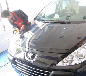 汽车贴膜施工流程高清图片